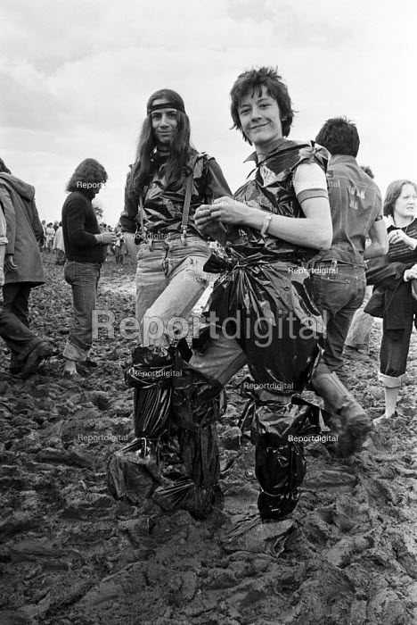 Hippies in mud, Reading Pop Festival 1977 - NLA - 1977-08-28