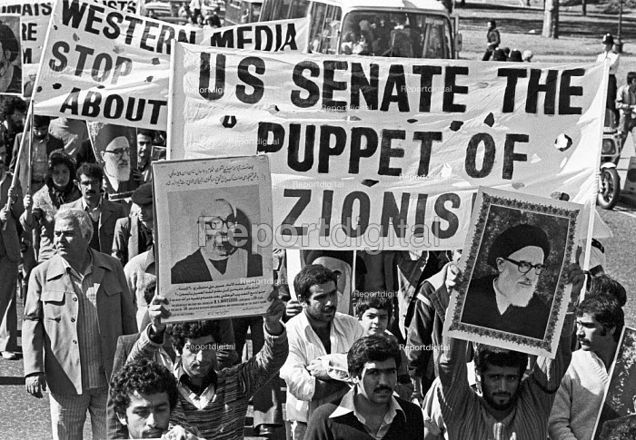 Protest supporting the Iranian Revolution, London 1979. US Senate the puppet of Zionism. Portraits of the Ayatollah Khomeini being carried aloft - NLA - 1979-09-16