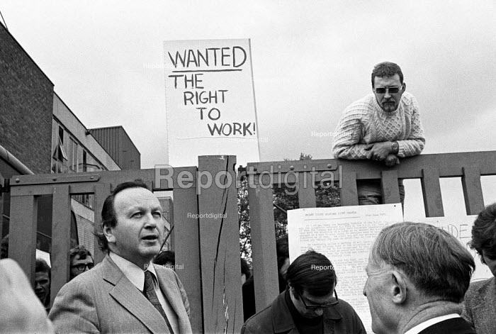 Occupation and Work in starts, Briant Colour Printing, Peckham, South London, 1972 Threatened with closure the occupation lasted a year. A representative of the company surrounded by press and unable to gain entrance - Peter Arkell - 1972-06-22