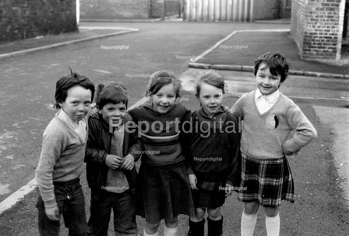 Children in the street, Vauxhall, Liverpool, 1982 - Dave Sinclair - 1982-04-12