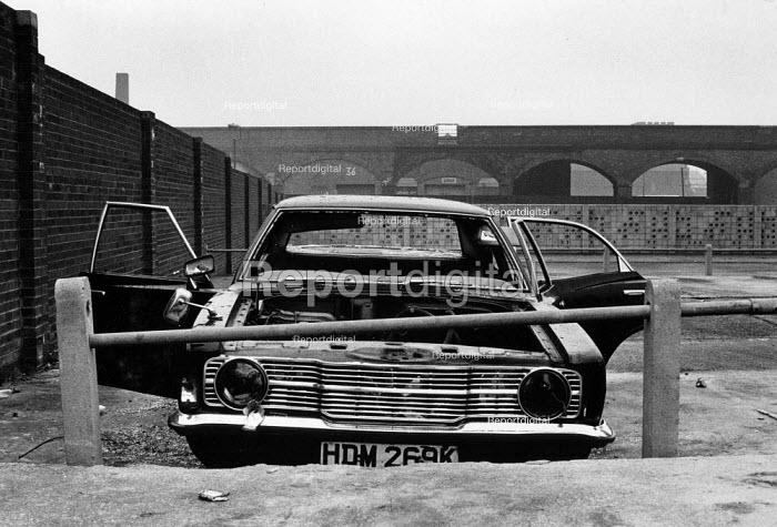 Abandoned Mk3 Ford Cortina, Vauxhall, Liverpool 1982 - Dave Sinclair - 1982-04-12