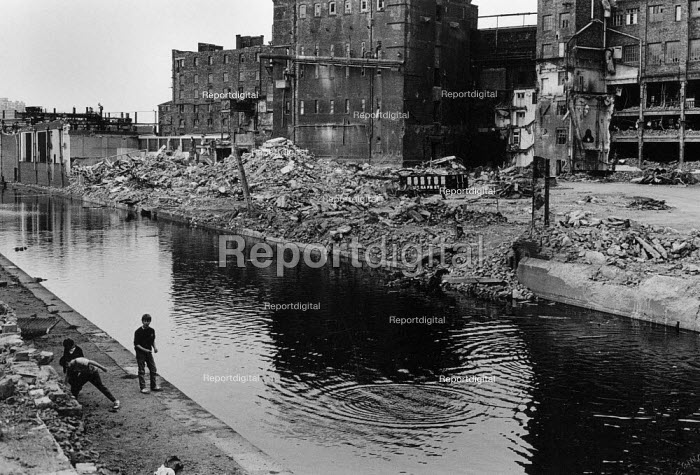 Children playing, Tate and Lyle Sugar Refinery demolition Liverpool 1983. Leeds and Liverpool canal - Dave Sinclair - 1983-04-12