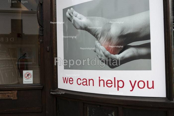 Shoe shop sign, We can help you with sore feet, Stratford upon Avon, Warwickshire - John Harris - 2020-01-09