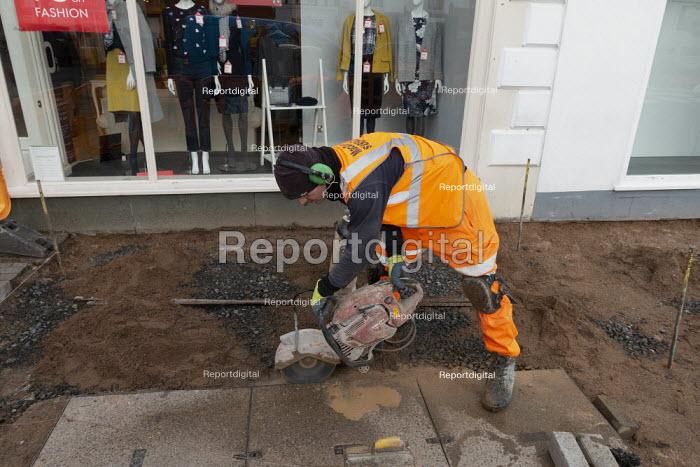 Worker cutting paving slabs, Stratford upon Avon, Warwickshire - John Harris - 2020-01-09