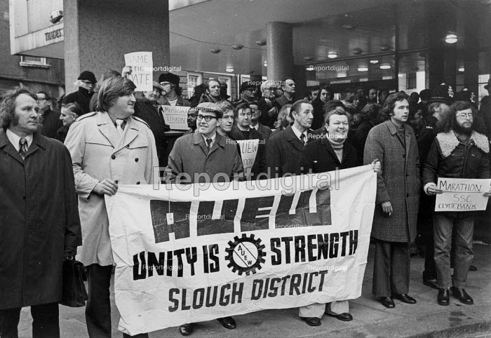 Lobby of TUC for the Shrewsbury Pickets, Congress House, London 1974 AUEW Slough District banner - Chris Davies - 1974-12-18