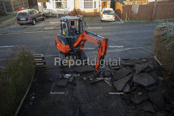 Workers laying a new block driveway, Stratford upon Avon, Warwickshire - John Harris - 2020-01-20