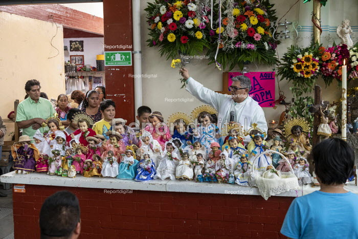 Oaxaca de Juarez, Mexico Fr. Hector Zavala Balboa celebrating mass, Sanchez Pascuas neighborhood market, Dia de la Candelaria, celebrating 40 days after the birth of Jesus. Families dress up dolls of the Baby Jesus and take them to mass to be blessed. - Jim West - 2020-02-02