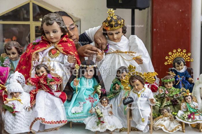 Oaxaca de Juarez, Mexico Fr. Hector Zavala Balboa celebrating mass, Sanchez Pascuas neighborhood market, Dia de la Candelaria, celebrating 40 days after the birth of Jesus. Families dress up dolls of the Baby Jesus and take them to mass to be blessed. - Jim West - 2020-02-02