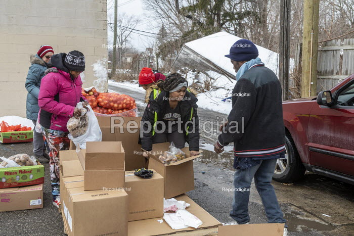 Detroit, USA Volunteers distributing food to the poor, MorningSide Community Organization. Groceries were donated by Gleaners Community Food Bank - Jim West - 2020-02-10