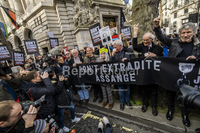 March for Julian Assange against his extradition to America, London. Craig Murray, Yanis Varoufakis, Vivienne Westwood, Kristinn Hrafnsson, John Shipton, Roger Waters - Jess Hurd - 2020-02-22