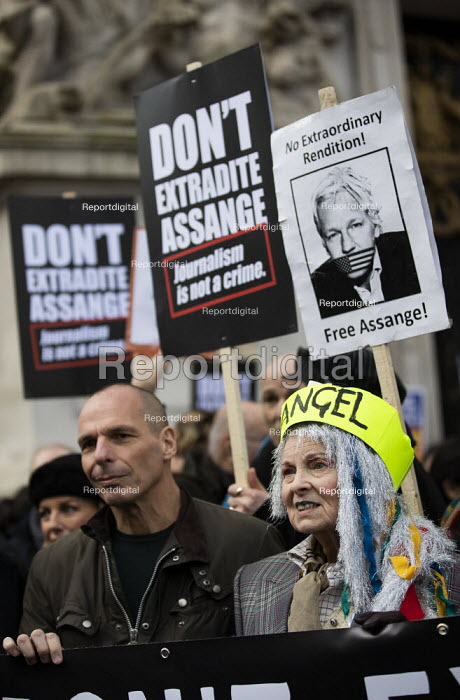 Vivienne Westwood and Yanis Varoufakis, March for Julian Assange against his extradition to America, London - Jess Hurd - 2020-02-22