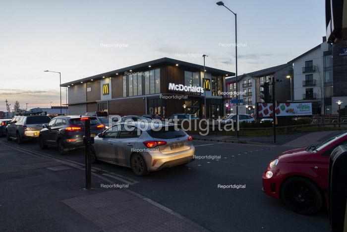 One last Big Mac before it closes, Cars queuing Drive Thru Mcdonalds, Stratford Upon Avon, Warwickshire - John Harris - 2020-03-23