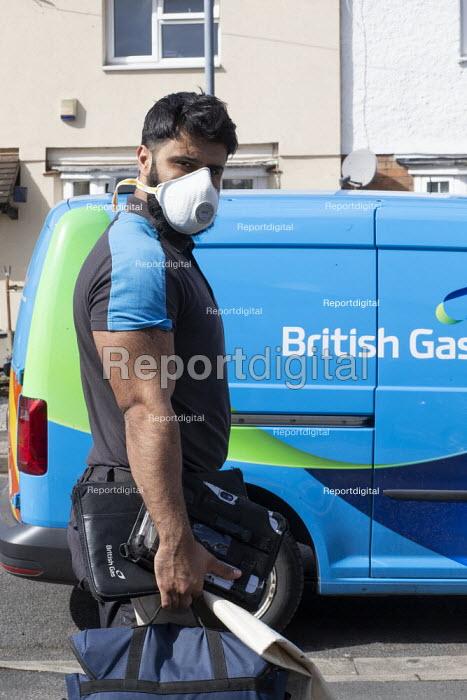 Coronavirus pandemic, British Gas Engineer with face mask, home heating repair, Stratford Upon Avon, Warwickshire - John Harris - 2020-03-31
