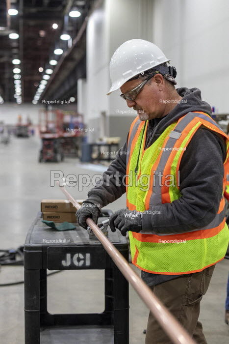 Detroit, Michigan USA Coronavirus Pandemic. Workers constructing an emergency field hospital at the TCF convention center. The 1,000-bed hospital will care for Covid-19 patients - Jim West - 2020-04-02