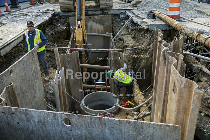 Detroit, Michigan, USA. Engineers working on a sewer project - Jim West - 2020-04-08