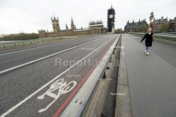 Coronavirus pandemic. Empty streets, Bank Holiday Monday with no tourists, Westminster Bridge,Houses of Parliament, London - Jess Hurd - 2020-04-13
