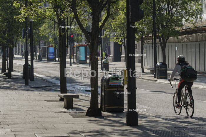 Coronavirus pandemic. Empty pavements, closed shops and no traffic, Oxford Street, London. - Philip Wolmuth - 2020-04-20