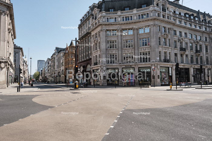 Coronavirus Pandemic. Empty Streets and closed shops, Oxford Circus, London - Duncan Phillips - 2020-04-22