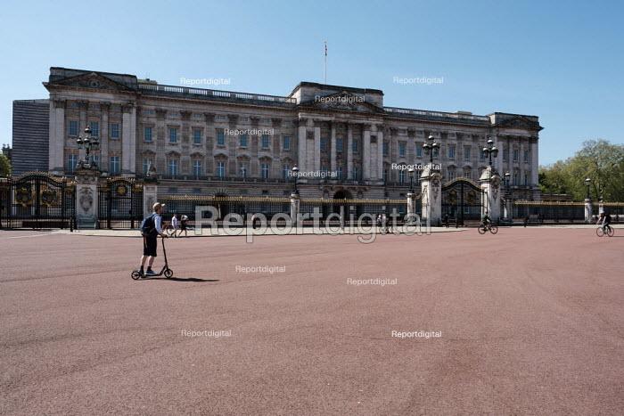 Coronavirus Pandemic. Empty Streets, Buckingham Palace, London - Duncan Phillips - 2020-04-22