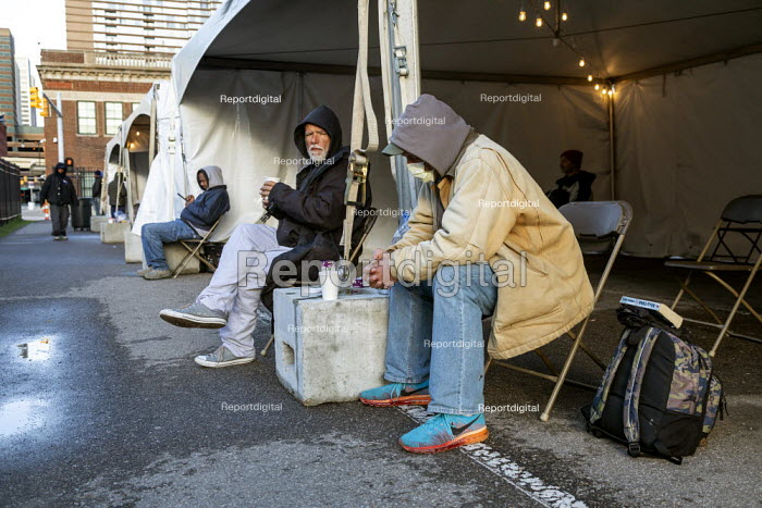 Detroit, Michigan USA. Coronavirus Pandemic. Homeless getting hot meals and other help, Pope Francis Center. The Center has had to close its indoor spaces due to the. It is now serving meals on the street and has set up portable showers and toilets, warming tents, and handwashing stations outside. - Jim West - 2020-05-01