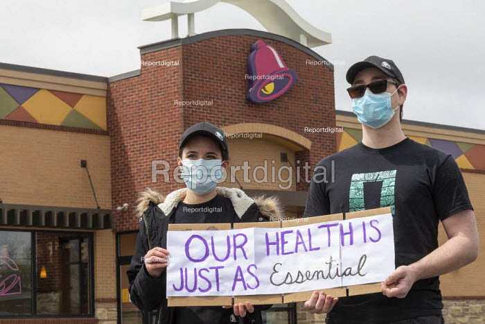 Michigan, USA. Coronavirus pandemic. Workers demanding greater protection, Taco Bell fast food restaurant. They delivered a petition to management demanding: more staff to keep the restaurant clean; daily health screening of workers; a month's paid sick leave for anyone exposed to Covid-19; and $3 hour hazard pay - Jim West - 2020-05-08