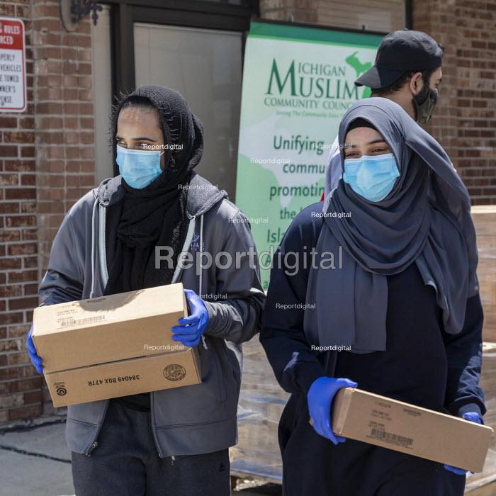 Warren, Michigan USA Coronavirus Pandemic, the Michigan Muslim Community Council distributing food boxes to anyone in need - Jim West - 2020-06-13
