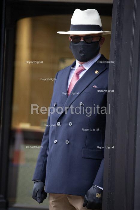 Doorman in face mask, George Pragnell, prestige jewellers, Stratford upon Avon, Warwickshire - John Harris - 2020-06-16