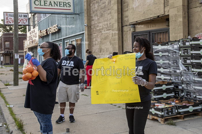 Detroit, Michigan USA Coronavirus Pandemic. Saved by Grace Christian Ministries handing out free fruit and vegetables in front of their church to the poor and the hungry - Jim West - 2020-06-19