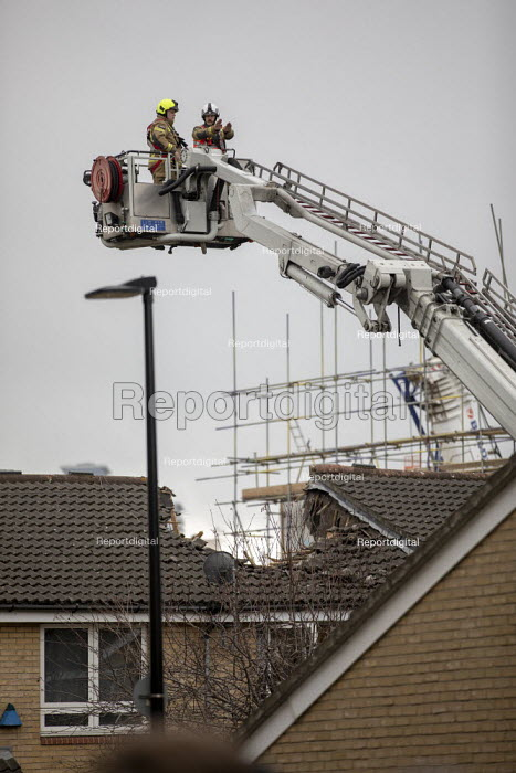 Urban Search and Rescue operation, Bow crane collapse, Watts, Jess Hurd - jj2007032.jpg