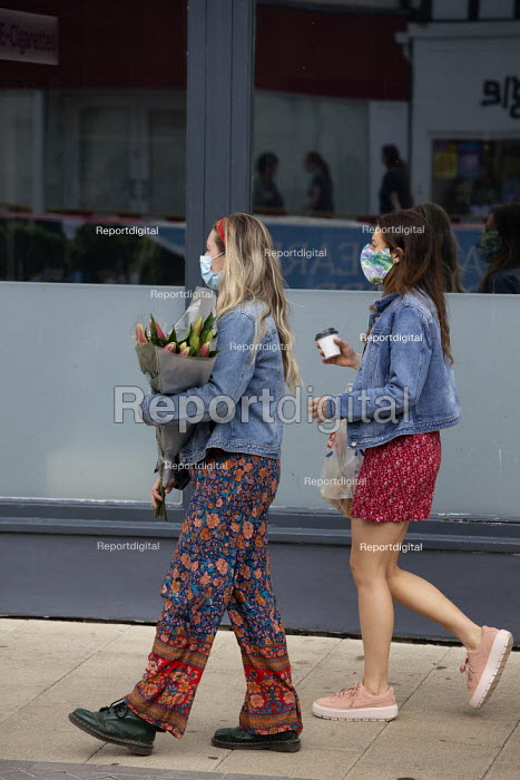Young shoppers with face masks and flowers, Stratford Upon Avon - John Harris - 2020-07-29