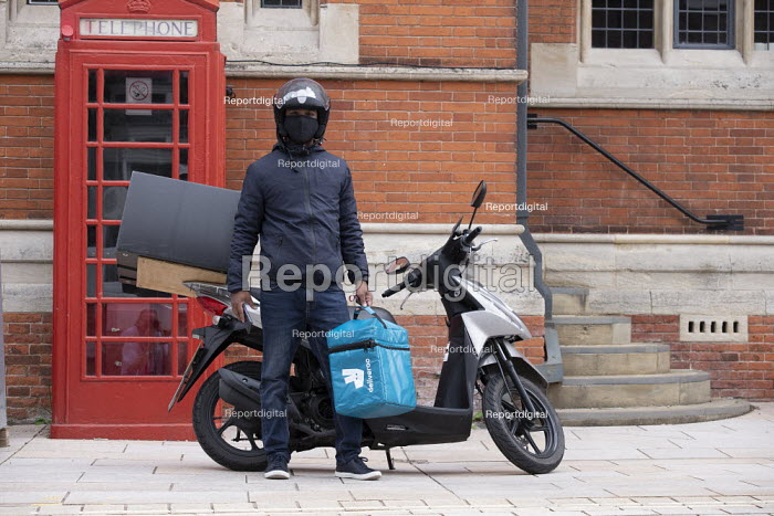 Deliveroo worker, delivery box and motor scooter, Stratford Upon Avon - John Harris - 2020-07-29