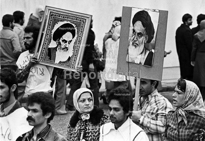 Iranian Embassy siege, London 1980. Iranians protest outside with portraits of Ayatollah Khomeini - Peter Arkell - 1980-04-30