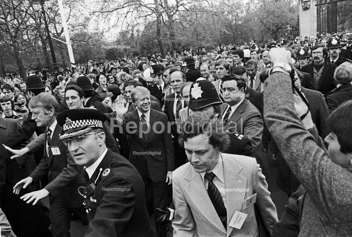 Chaos at the G7 economic summit London 1977 as the world leaders set off on an unsheduled walk about in St James Park. President Jimmy Carter is pictured with lots of security men, and press. - Peter Arkell - 1977-05-07
