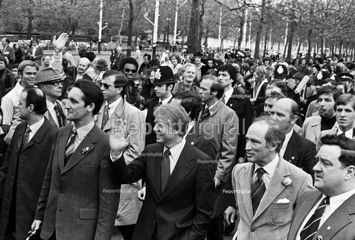 Jimmy Carter and Pierre Trudeau (R) G7 economic summit 1977 surrounded by security men and press during an unscheduled walk about in St James Park, London, at the - Peter Arkell - 1977-05-07