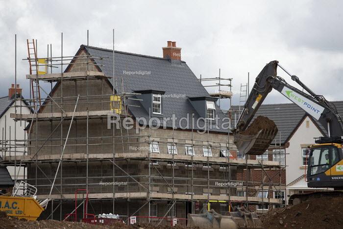 Construction of new houses, Leamington Spa, Warwickshire. Edge of town development by Barratt Homes - John Harris - 2020-08-18