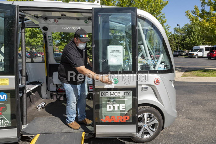 Detroit, USA. Free self driving shuttle bus which takes elderly and low-income residents of two housing developments to the Detroit Medical Center. Built by Navya, a French company, the shuttle carries a safety operator. - Jim West - 2020-08-20
