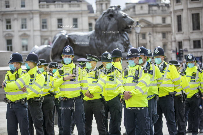 Police preparing to stop Citizens Assembly Extinction Rebellion protest using Coronavirus Legislation, Trafalgar Square, Westminster, London - Jess Hurd - 2020-09-05