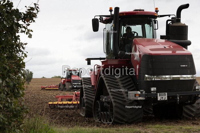 Tracked tractor Case IH Quadtrac 600 ploughing, Warwickshire - John Harris - 2020-09-07