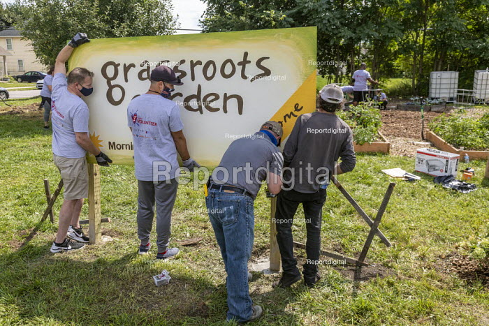 Detroit, USA Putting up the sign, Grassroots Garden, a Morningside community garden in a low income area of Detroit. Vacant Lots into Gardens. MorningSide is a volunteer organization of residents - Jim West - 2020-09-05