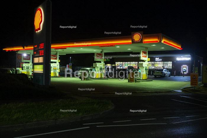 Shell petrol station at night, Stratford-upon-Avon, Warwickshire - John Harris - 2020-09-28