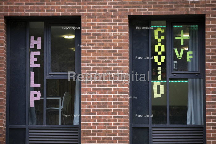 Help! Covid-19 signs in the windows, Bristol University halls. Students in lockdown, The Courtrooms. Hundreds of students have tested positive for coronavirus - Paul Box - 2020-10-13