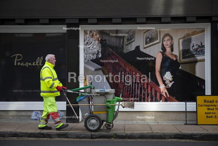 Advert for George Pragnell, prestige jewellers, taking over closed Debenhams store, Stratford upon Avon, Warwickshire. - John Harris - 2020-11-07
