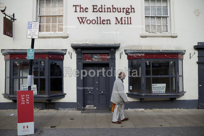 Closed The Edinburgh Woollen Mill, the company has gone into into administration, Stratford Upon Avon, Warwickshire - John Harris - 2020-11-07