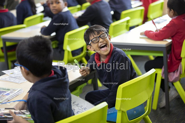 Pupils in class, Lansbury Lawrence Primary School during Cov, Jess Hurd - jj2011041.jpg