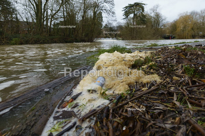 Water pollution, River Avon, Stratford upon Avon, Warwickshire. Yellow foam & rubbish on the riverbank - John Harris - 2020-12-21
