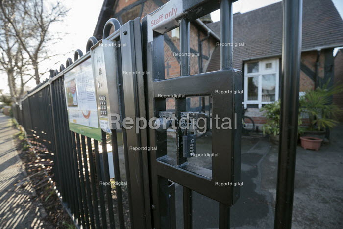 Closed primary school due to Covid-19, Stratford Upon Avon. Unable to open due to safety concerns. Locked and closed gates - John Harris - 2021-01-05