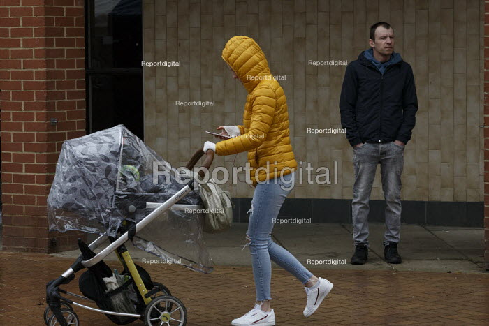 Young mother and man alone, Market Place, Banbury, John Harris - J2103b035.jpg