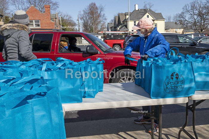 Detroit, USA: Handing out meal bags to the poor and hungary., Jim West - JW2103b074.jpg