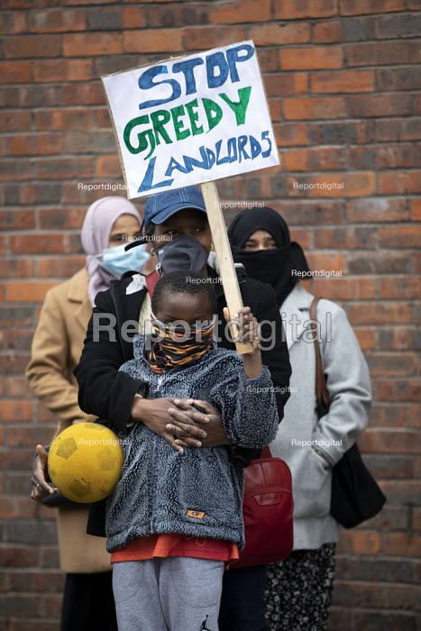 Tower Hamlets Community Housing residents protesting about m, Jess Hurd - jj2104064.jpg