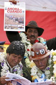 President Evo Morales Ayma checks a supporting newspaper with a miners representative, as he takes part to a huge protest outside parliament to put pressure on deputies from the opposition for them to... - Boris Heger - 22-10-2008